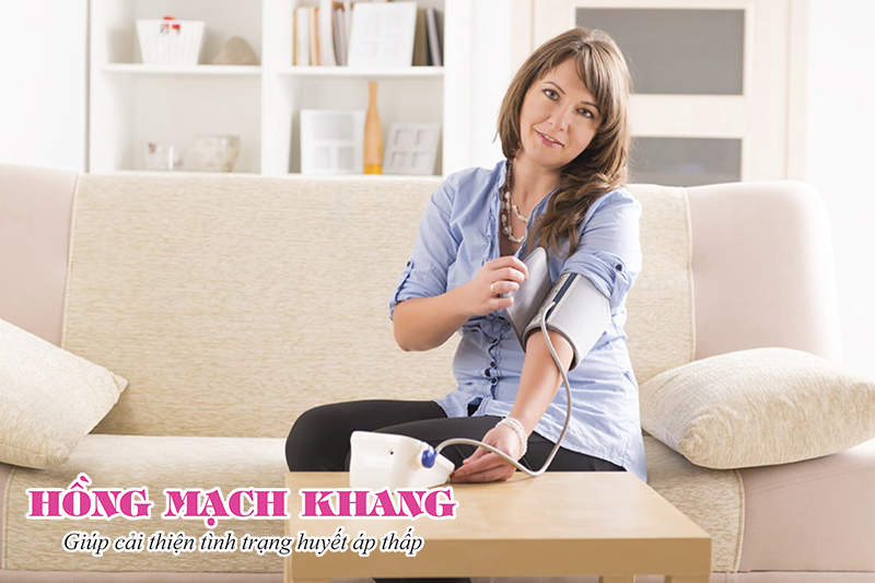 Dùng máy đo huyết áp tại nhà để xác định mức độ tụt huyết áp